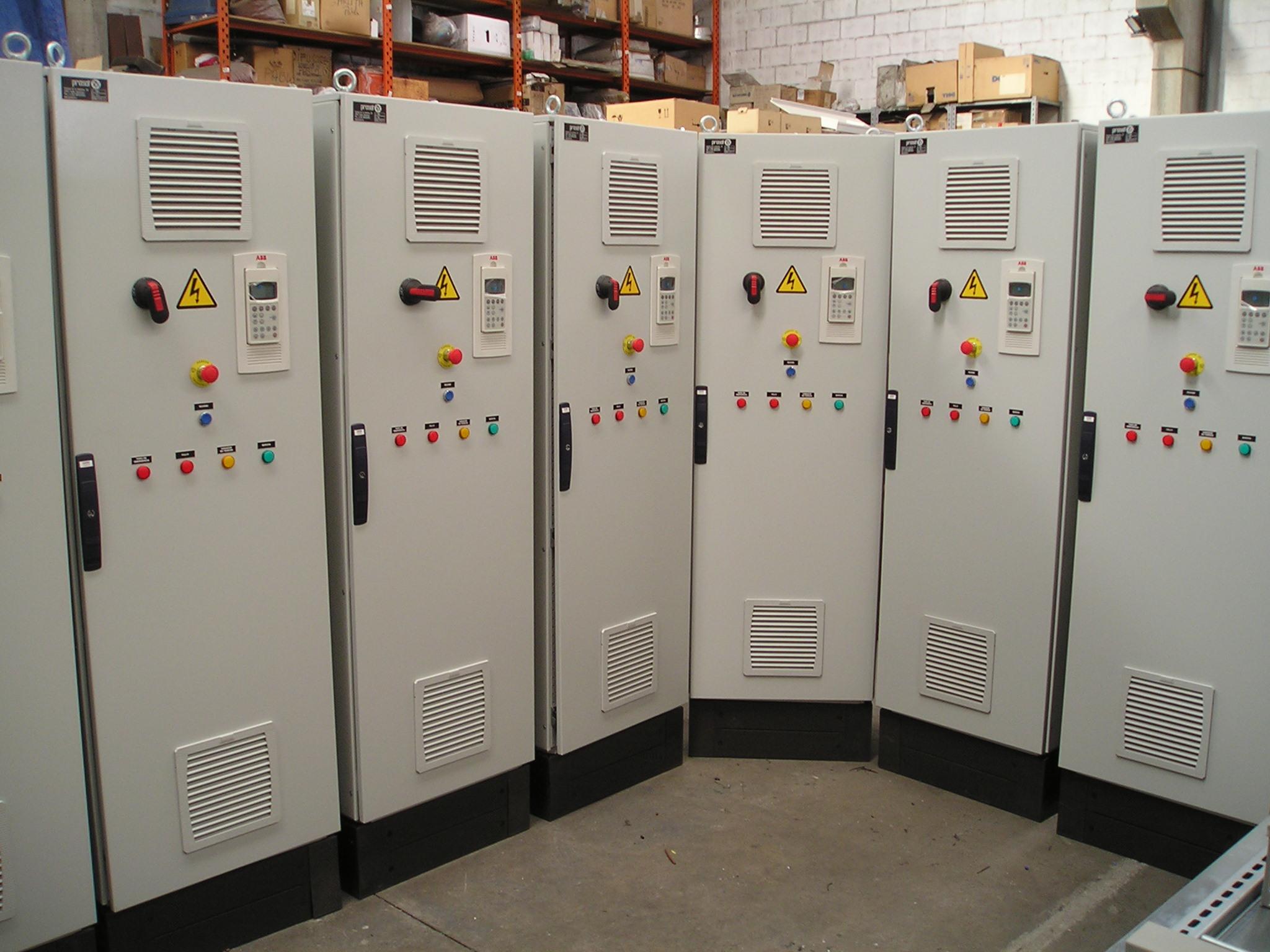 Fabricação de série de armários para a indústria de cimento.